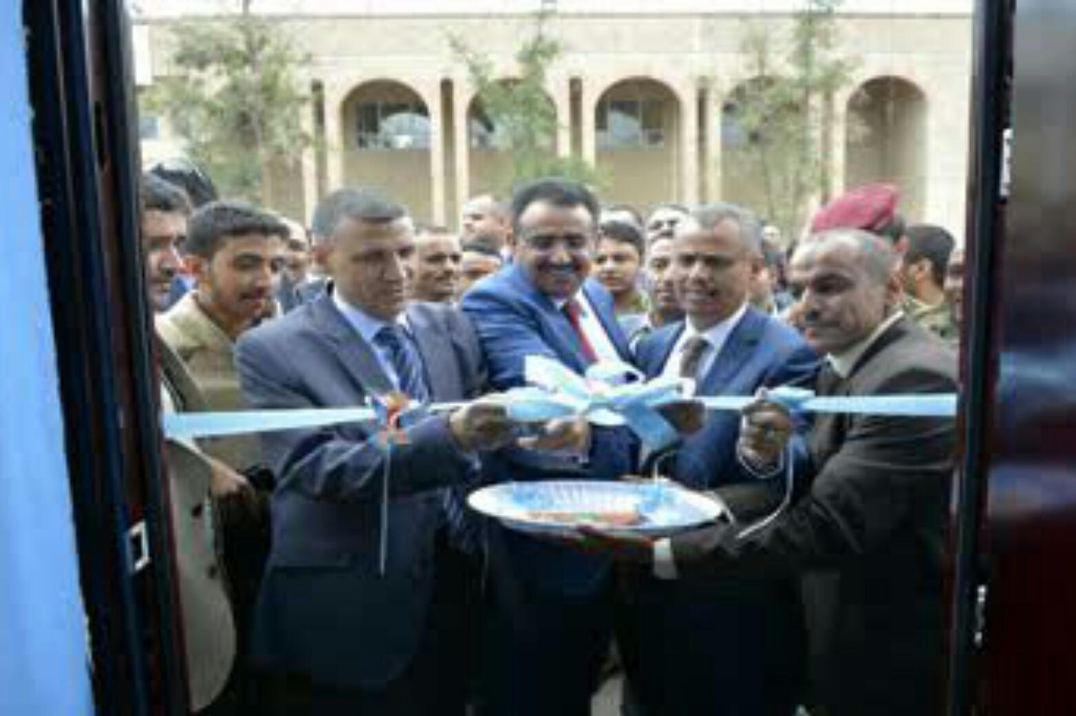 نائب وزير التعليم العالي يفتتح مكتب كاك بنك بجامعة صنعاء